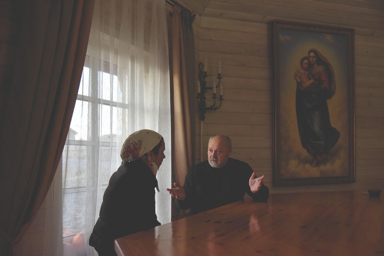 """Беседы со священником - важный этап реабилитации в центре """"Обитель исцеления"""""""