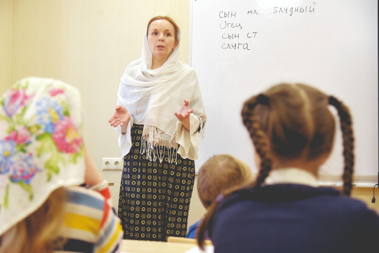 В воскресной школе дети изучают азы православия с опытными педагогами