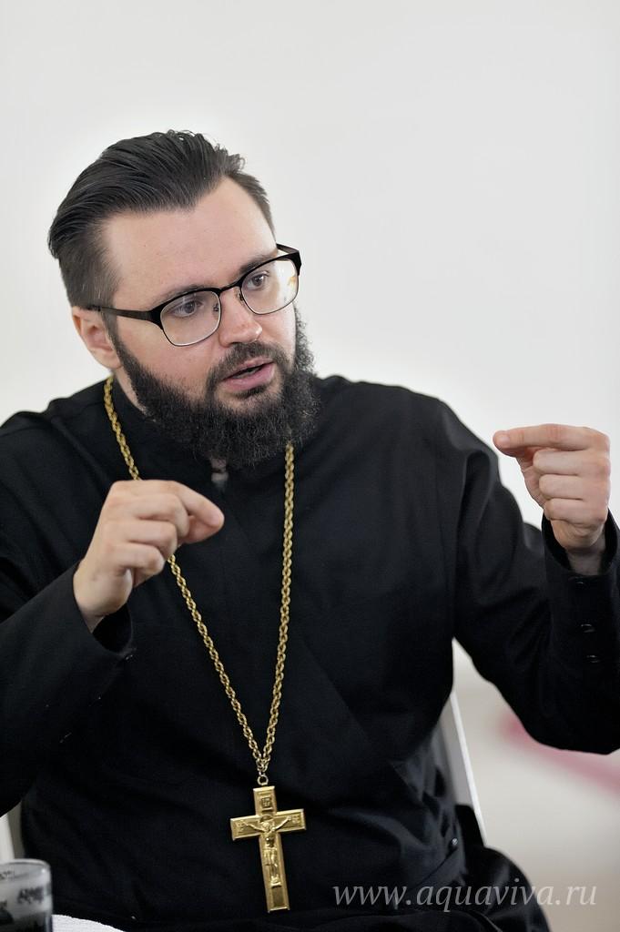 _MAR0767.tif Иерей Дионисий Габбасов считает, что любая община начинается с настоятеля