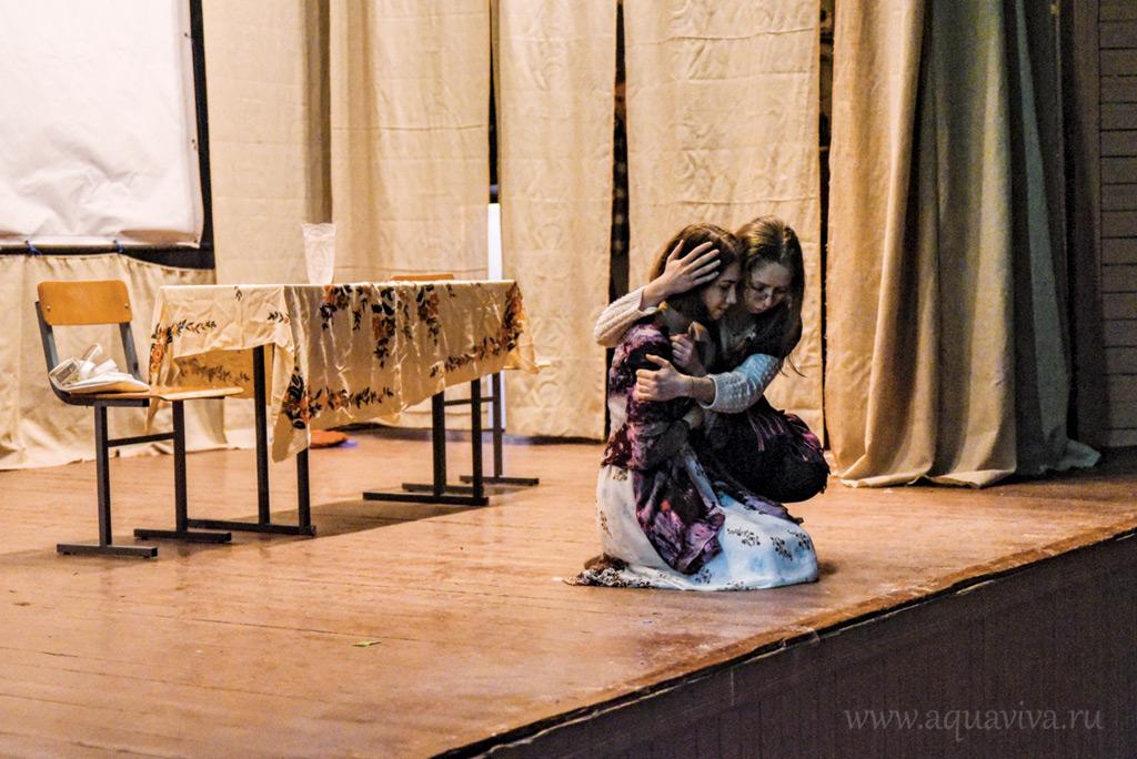 Финальная сцена: Маша возвращается домой к матери. Как ей поступить со своим ребенком, должны решить сами зрители