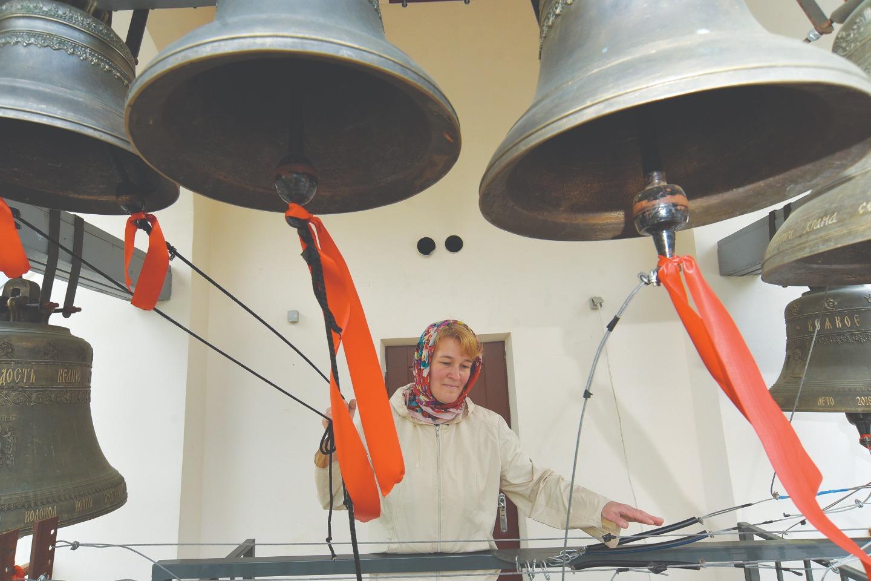 Звонари и певчие в храме тоже из числа прихожан