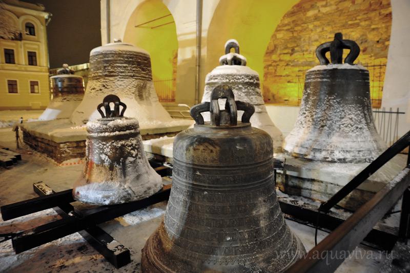 Полвека колокола провели на земле у подножия звонницы Новгородского Софийского собора