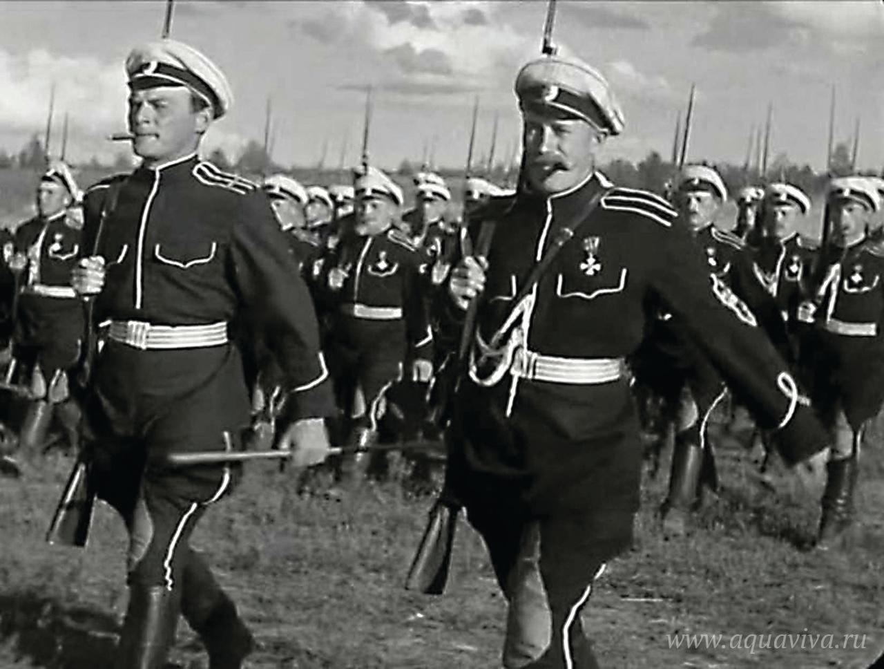 В знаменитой сцене «психической атаки» из фильма «Чапаев» (1934) показаны части Народной армии Комуча под руководством В.О. Каппеля. Действие происходит в июне 1918 года. В действительности «каппелевцы» никогда не встречались на поле боя с 25-й дивизией под началом В.И. Чапаева