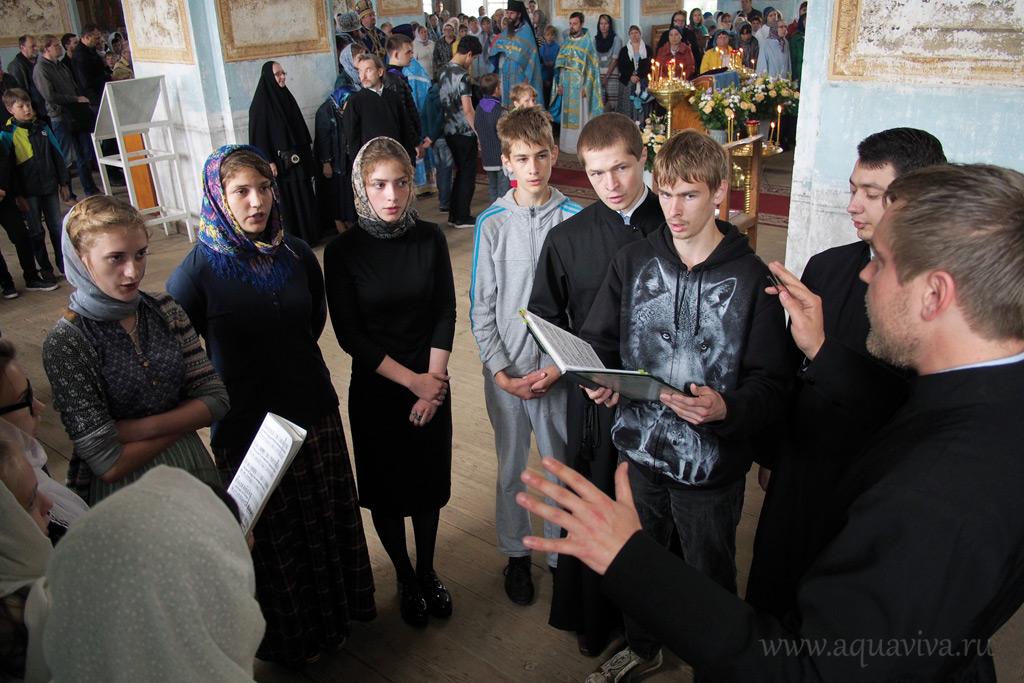 Детям из приходского хора посчастливилось участвовать в монастырском богослужении