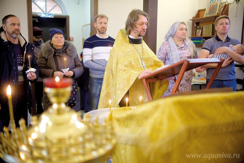 Иерей Димитрий Дмитриев — главный на приходе по молодежному служению.