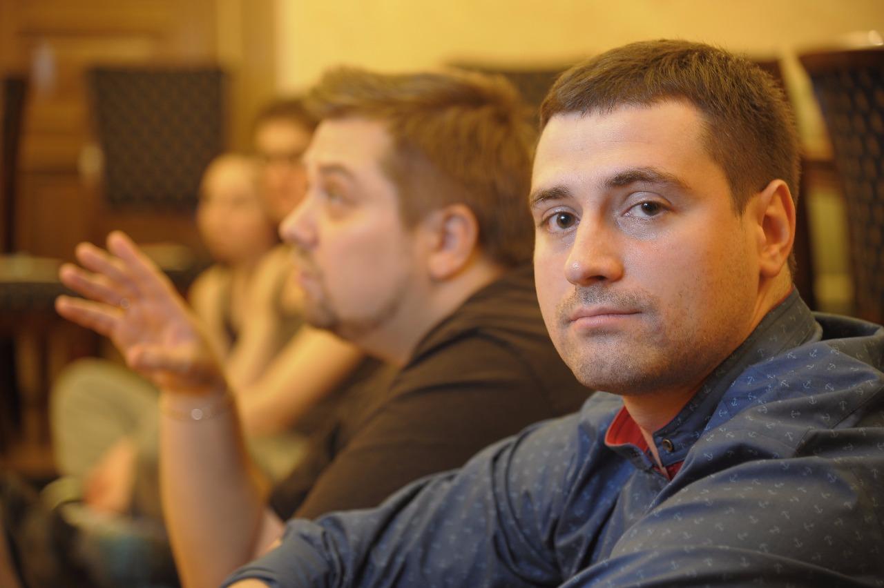 Антон Попов создал свой театр,потому что ему было жалко труда, затрачиваемого на приходские постановки. Ведь их показывают только на праздники — и больше не повторяют