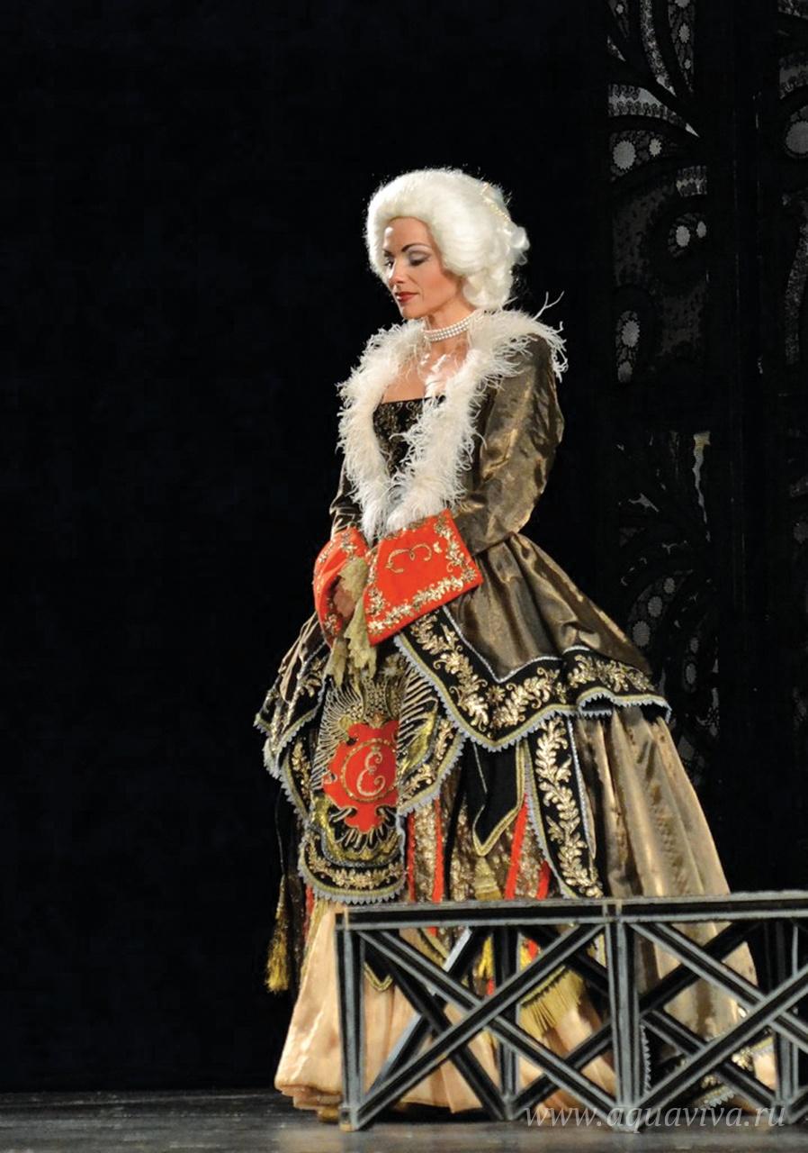 Одна из любимых ролей Светланы в театре «Буфф» — Екатерины Великой. Фото Дарьи Савельевой