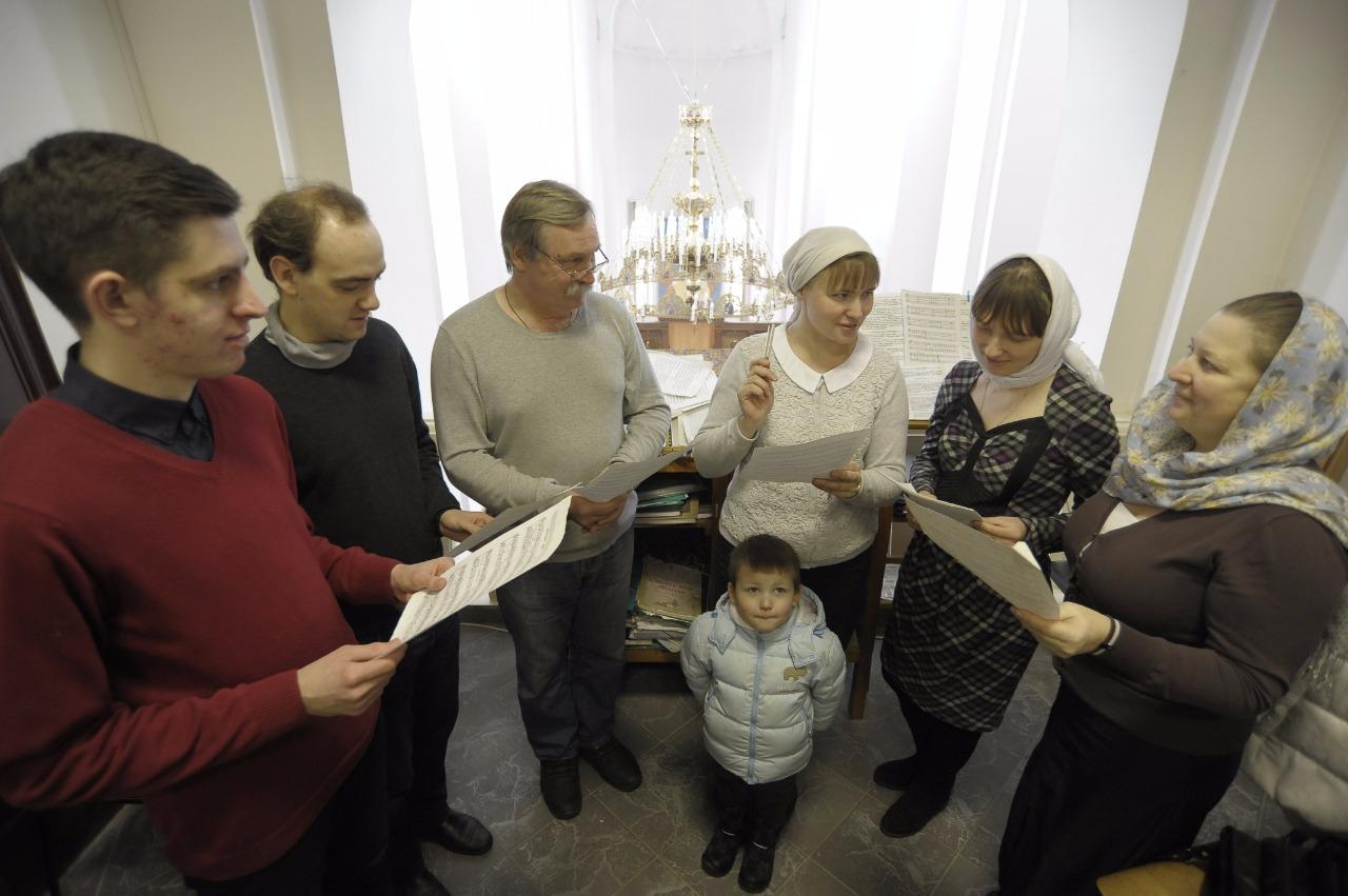 Хористы хвалят новый храм за чудесную акустику
