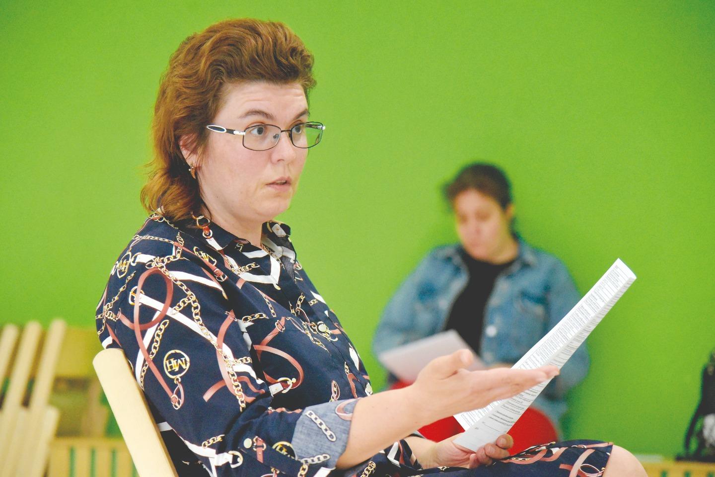 Собеседование для кандидатов в волонтеры проводит Яна Прокопчук