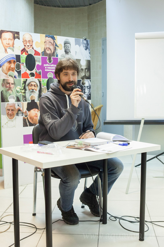 На презентации книги «12 семейных историй. Счастье быть вместе», проведенной совместно с редакцией журнала «Вода живая» в Санкт-Петербурге