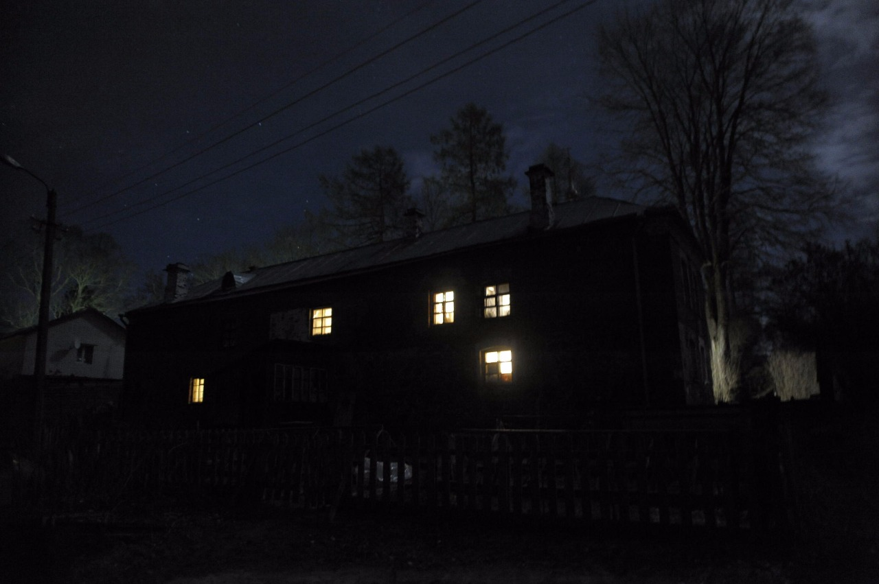 Братский корпус ночью