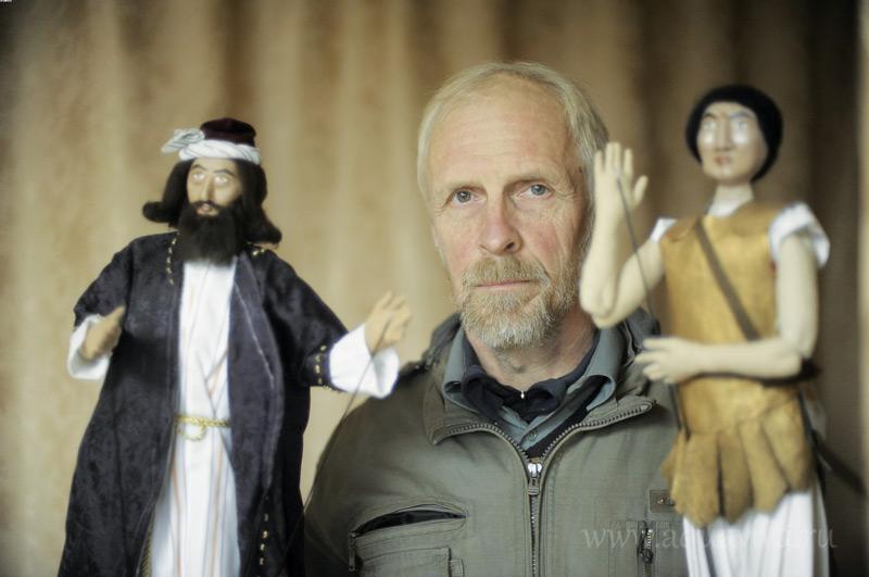 Пономарь Игорь Шкунов в одном из спектаклей озвучивал роль Артабана, волхва, пришедшего поклониться Христу
