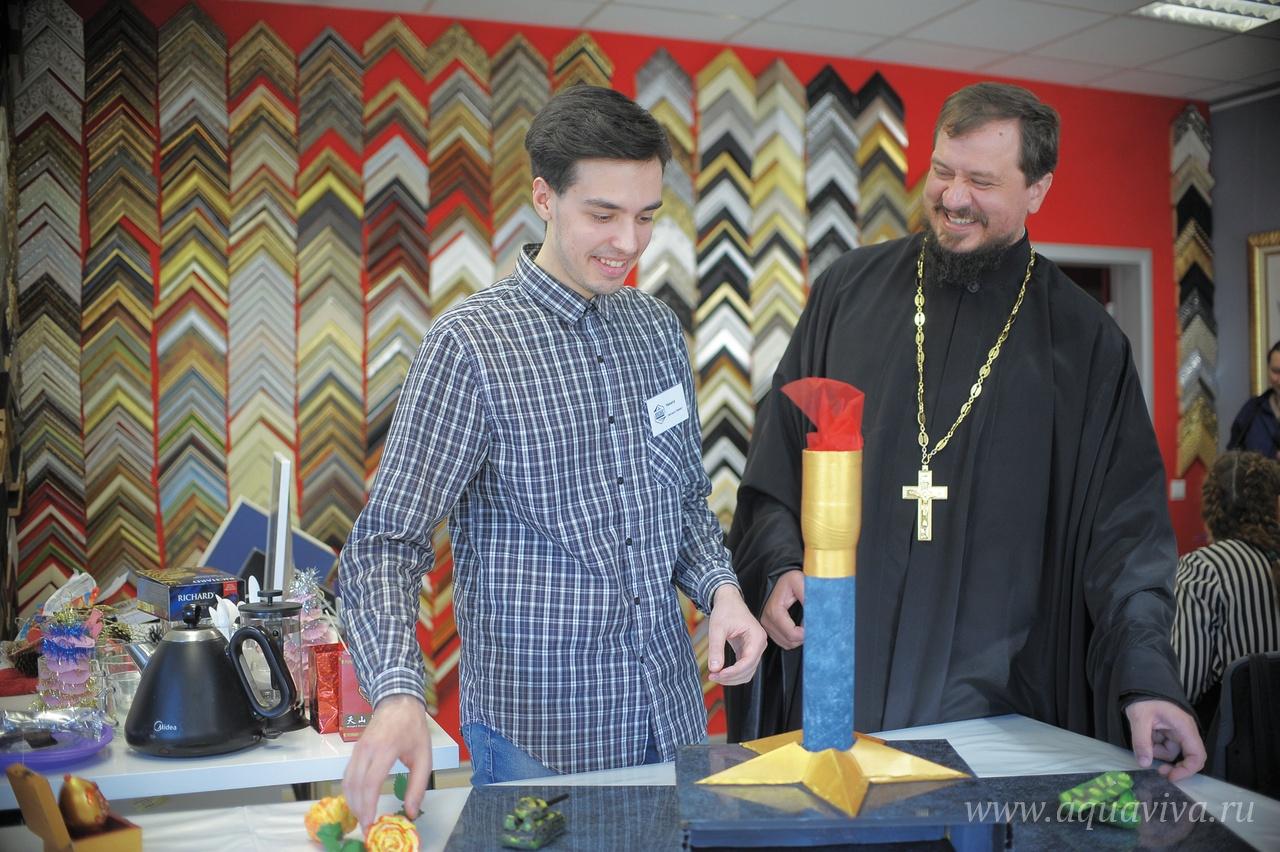 Иерей Владимир Чебышев часто бывает на занятиях центра «Никиас»