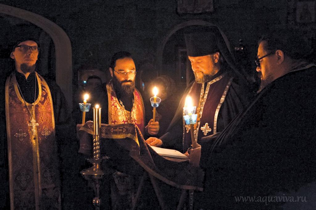 Игумен Александр (Арва) (второй справа) с братией во время богослужения на подворье