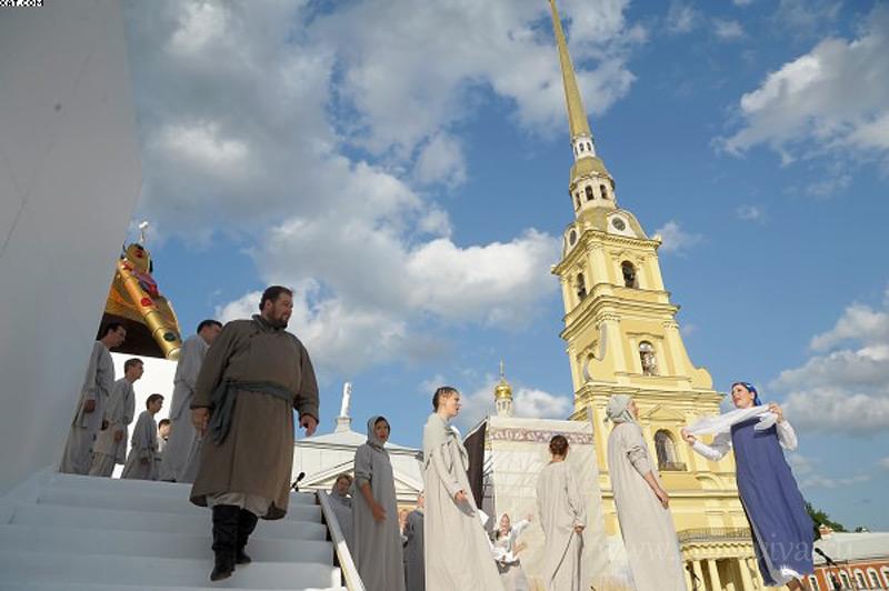 Исполнение оперы Михаила Глинки «Жизнь за царя» в престольный праздник Петропавловского собора 12 июля 2013 года